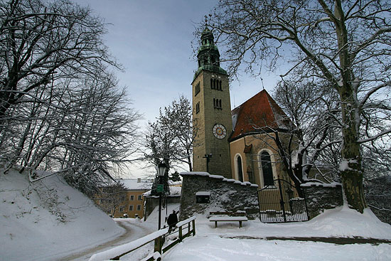 Mülln Parish church in winter